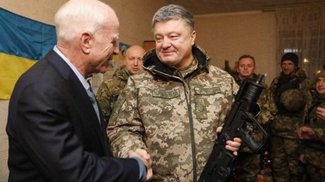 Tổng thống Ukraine muốn đặt lại tên phố là John McCain