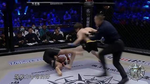 Võ sĩ Thiếu Lâm gây sốc khi bị hạ KO chỉ sau... 6 giây
