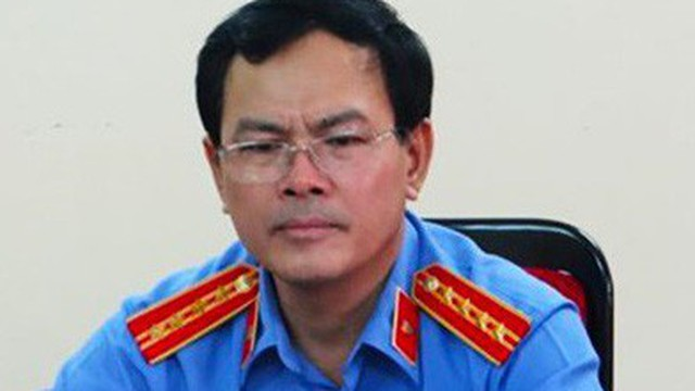 """Ông Nguyễn Hữu Linh """"dâm ô"""" bé gái trong thang máy đã mời luật sư bào chữa"""