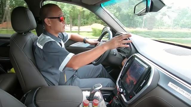 Cựu chuyên gia marketing Lamborghini Việt Nam tiết lộ điều bất ngờ về xe VinFast đang chạy xuyên Việt