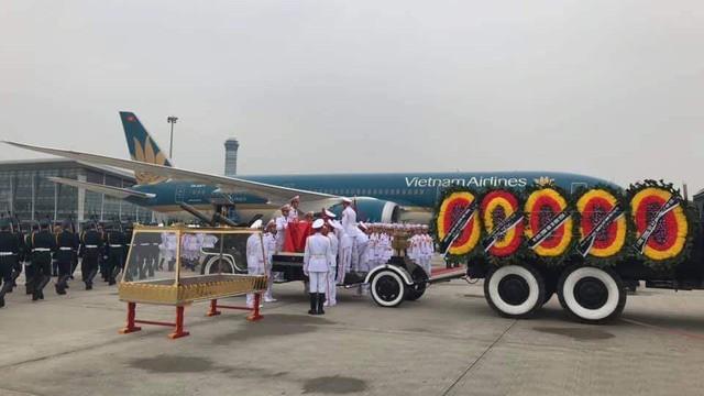 Máy bay đưa linh cữu cố Chủ tịch nước Lê Đức Anh rời Nội Bài