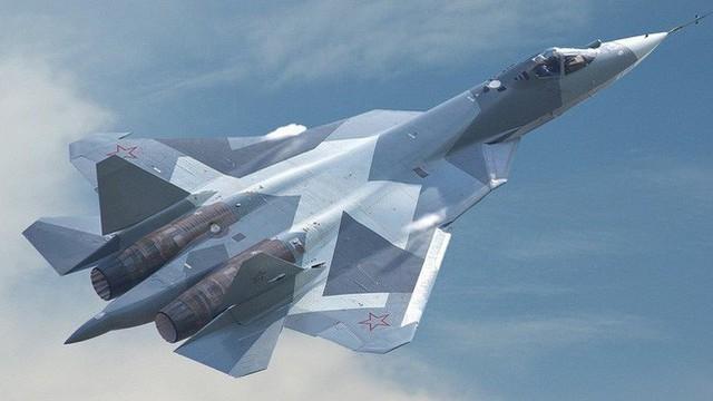 """76 tiêm kích Su-57 Nga đủ sức """"dằn mặt"""" 600 máy bay F-22 và F-35 Mỹ?"""