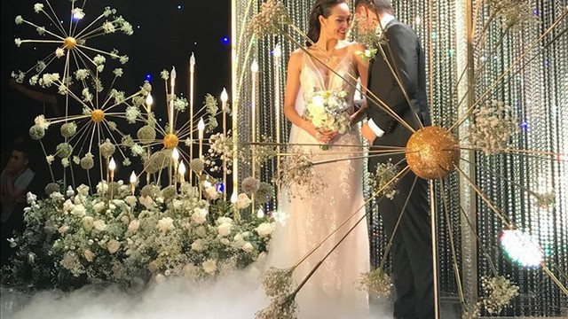 Đám cưới siêu mẫu Phương Mai và chồng Tây gia thế khủng: Cô dâu diện váy đuôi cá khoe thân hình nóng bỏng, nắm tay chú rể bước vào lễ đường