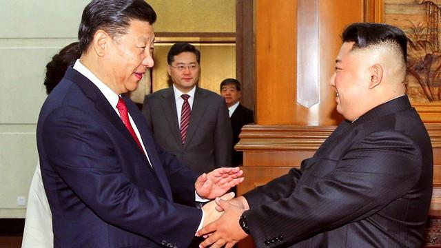 Đích thân Chủ tịch Kim Jong Un ra sân bay đón Chủ tịch Tập Cận Bình, hàng vạn người dân reo hò không ngớt