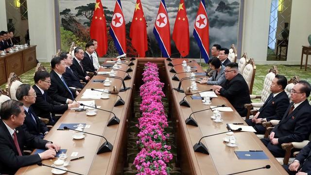 """Ông Tập thăm Triều Tiên: Nhìn dàn quan chức chóp bu Trung-Triều để biết vấn đề """"nổi cộm"""" của 2 nước"""