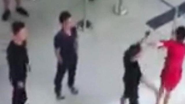 Cấm bay 1 năm hành khách hành hung nhân viên an ninh sân bay