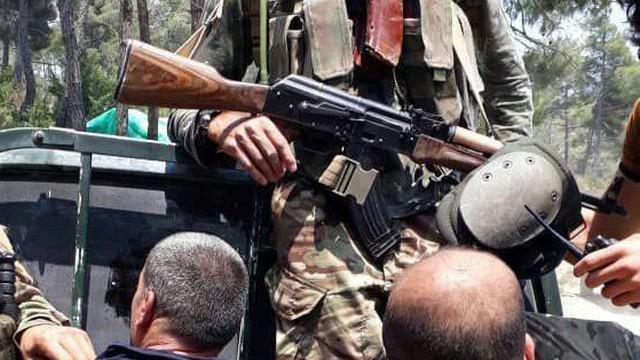 Chiến sự Syria đột ngột nóng: QĐ Syria bất ngờ thua liểng xiểng - Tù binh bị chặt đầu
