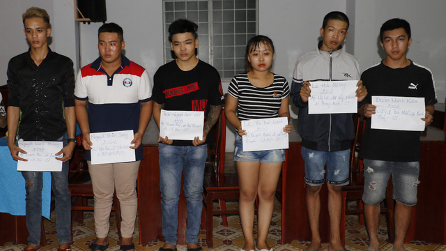 [Clip] Cảnh sát vây bắt 61 thanh niên tụ tập, cổ vũ đua xe trái phép