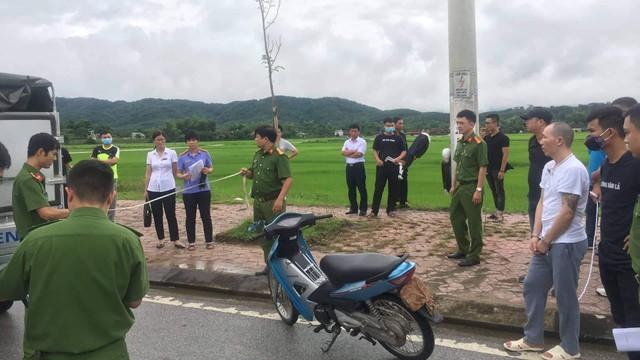 Hơn 100 cảnh sát đang bảo vệ khu vực thực nghiệm hiện trường vụ nữ sinh giao gà  ở Điện Biên