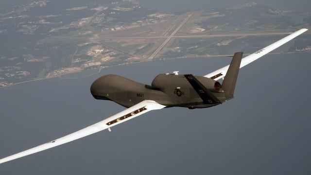 """Iran cho phép tuần tra Eo biển Hormuz bằng UAV: Mỹ """"chịu nhục"""" và âm thầm tránh vết xe đổ?"""