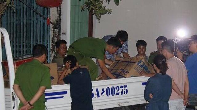 """Công an khám xét xuyên đêm trụ sở công ty của """"trùm"""" vận tải Thừa Thiên - Huế"""