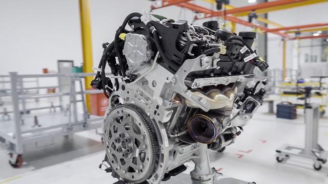 """[Video] Cận cảnh xưởng động cơ VinFast: Duy nhất tại Việt Nam, tự động hoá 95% """"trái tim"""" của chiếc xe"""