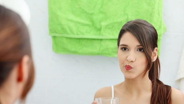 """Đánh răng 2 lần/ngày chưa đủ, đây là việc cần làm để răng miệng không """"bốc mùi"""" sau 1 đêm"""