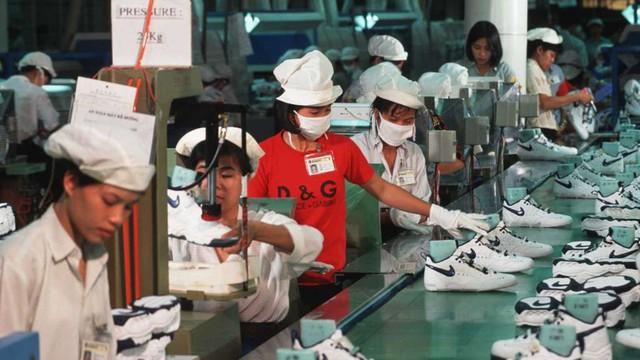 Nike, Adidas, GAP và H&M lo phí gia công tăng cao khi các ông lớn công nghệ ồ ạt vào Việt Nam