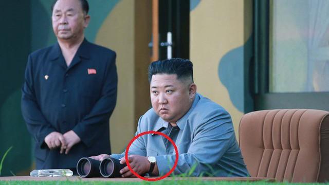 Báo Hàn: Phát hiện Chủ tịch Kim Jong Un đeo đồng hồ cấm nghìn đô đi thị sát phóng tên lửa
