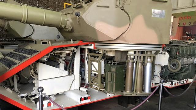 Thú vị xe tăng Leopard 1A3 trong tình trạng bị cắt dọc