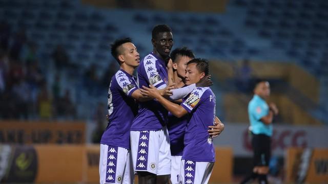 """Hà Nội FC tiến gần ngôi vương, HLV Park Hang-seo xoa tay hài lòng với """"chàng trai tháng 9"""""""