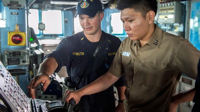 Hải quân Mỹ sẽ loại bỏ màn hình cảm ứng trên các tàu khu trục