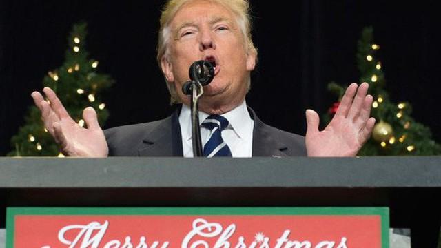 Vì sao ông Trump quyết định hoãn áp thuế hàng Trung Quốc?