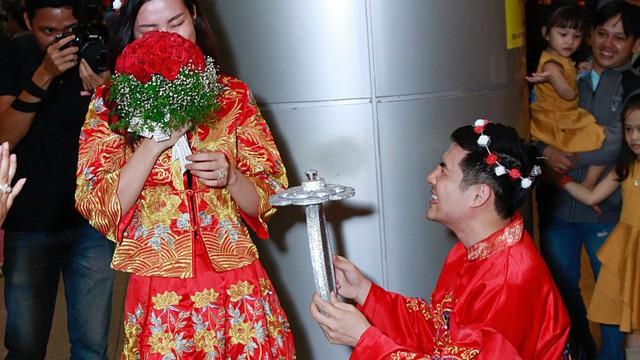 Đông Nhi, Ông Cao Thắng khoe quà cưới sau khi bị bắt gặp chụp hình cưới tại Úc