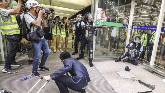 """Tòa án ra lệnh cấm người biểu tình, giải cứu sân bay Hồng Kông khỏi nguy cơ """"thất thủ"""""""