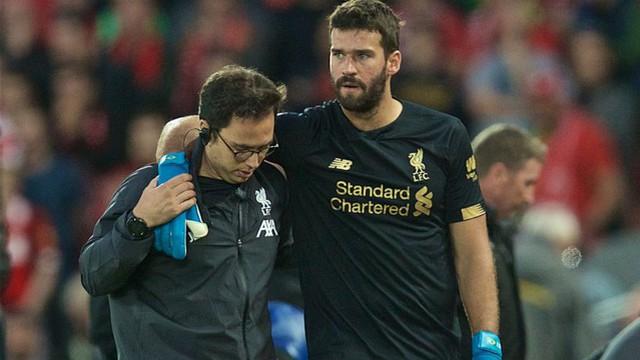 """""""Lá chắn thép"""" dính chấn thương: Bài test thật sự cho hàng thủ của Liverpool"""