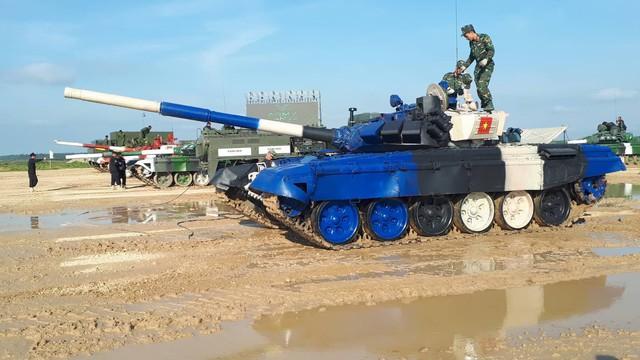 Đội Việt Nam xuất sắc về đích thứ 2 tại chung kết Tank Biathlon - Kỳ tích lịch sử