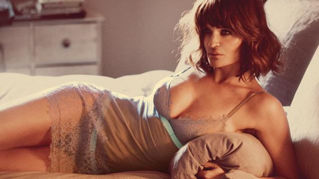 Cựu siêu mẫu Victoria's Secret khoe body bốc lửa ở tuổi 50