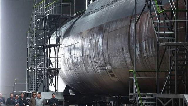 Triều Tiên bí mật phát triển tàu ngầm mang được 3 tên lửa đạn đạo