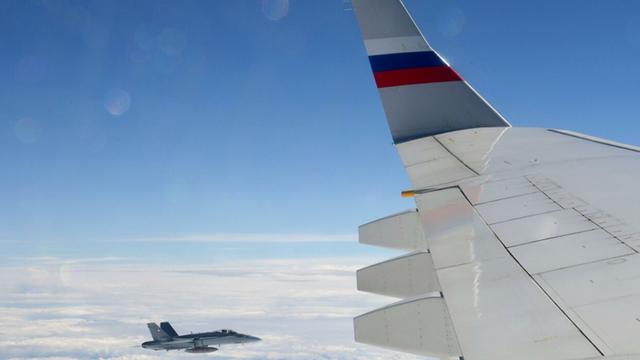 Video: Chiến cơ Thụy Sỹ bay sát máy bay chở Tổng thống Nga Putin