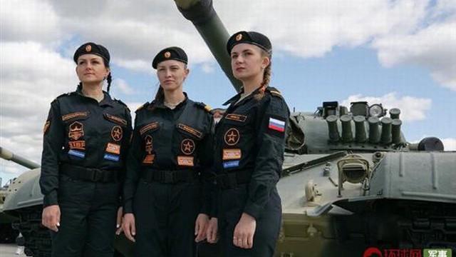 Ấn tượng kíp lái xe tăng nữ đầu tiên của Nga tại Tank Biathlon 2019
