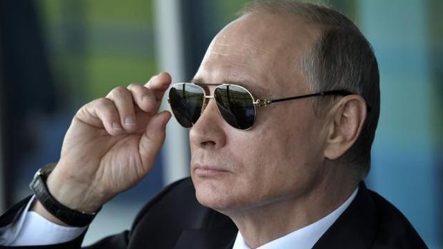 """Gần 3 thập kỷ sau ngày rời KGB, ông Putin vẫn dùng được """"ngón nghề"""" tình báo cũ với ông Zelensky?"""