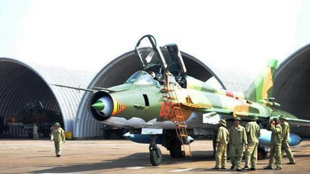 Nghiên cứu thiết bị tra, nạp ống giảm chấn càng đáp máy bay Su-22M
