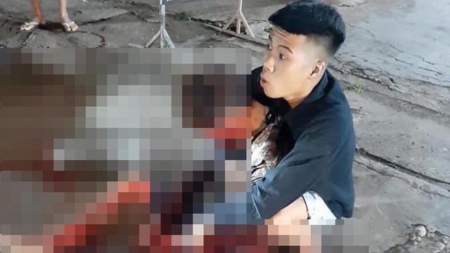 Phát hiện người đánh mình đang đi đường, nam thanh niên rút dao lao tới đâm trúng ngực