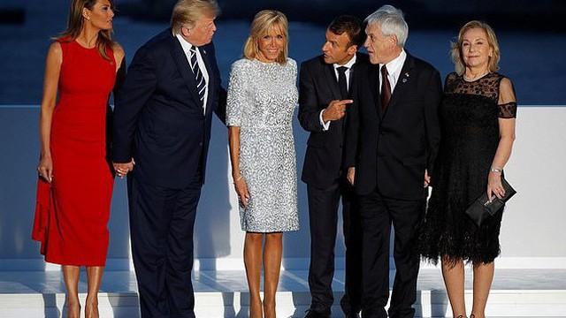 Hóa ra đôi chân vượt tuổi tác của Đệ nhất phu nhân Pháp không chỉ khiến chị em ghen tị, chồng trẻ si mê mà giới truyền thông cũng điêu đứng