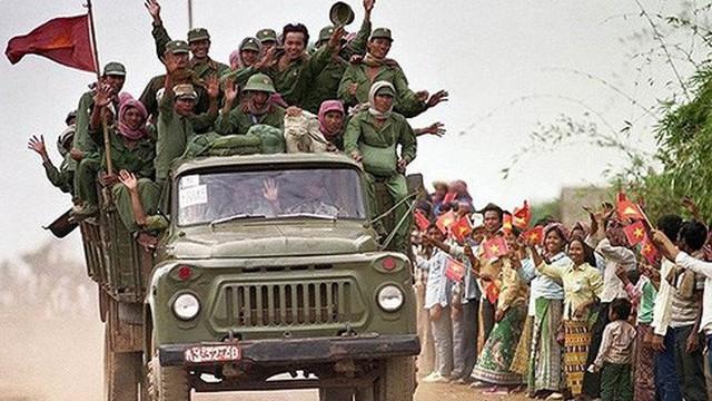 Soi đèn nhận mặt địch - ta: Trận giáp lá cà nghẹt thở trong đêm tối trên đất Campuchia