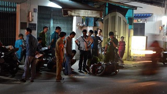 Đôi nam nữ bị nhóm đối tượng ép xe rớt mương khống chế cướp táo tợn ở Sài Gòn