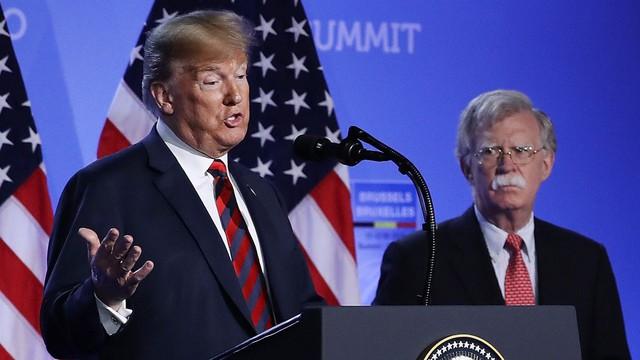 """TT Trump bất ngờ sa thải cố vấn an ninh Mỹ John Bolton, ông Bolton vội """"thanh minh"""""""