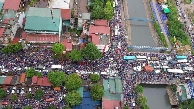 """Bức ảnh phản ánh tình trạng giao thông Hà Nội sáng nay khiến nhiều người """"toát mồ hôi"""""""