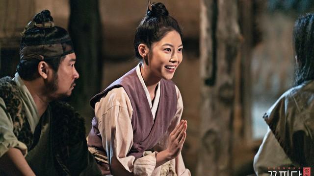 Chuyện như đùa trong 'Biệt đội hoa hòe': Vua sai đi tìm vợ lại yêu luôn người trong mộng của vua