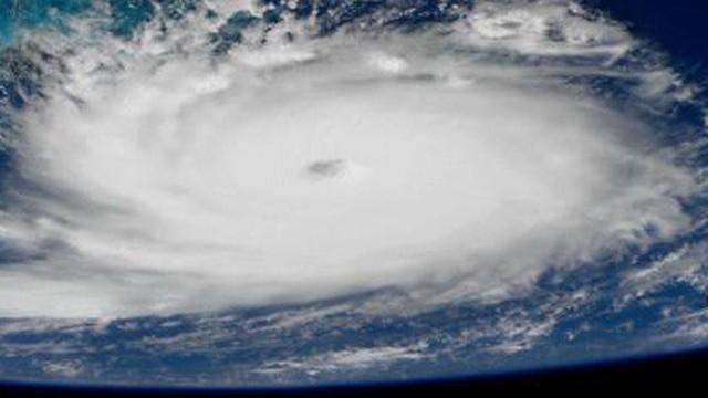 """Mỹ gồng mình chuẩn bị đối phó siêu bão """"quái vật"""" Dorian mạnh cấp 5"""