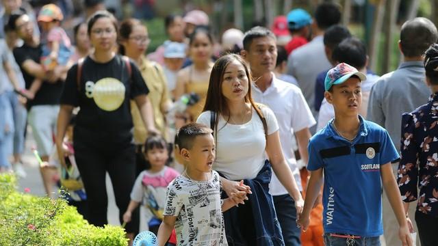Nghìn người chen chân trong công viên Thủ Lệ ngày 2.9