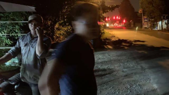 Vụ xe bít bùng dừng đèn đỏ, 3 đối tượng tẩu thoát: Hợp sức phá cửa thông gió để trốn thoát