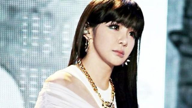 """Nữ ca sĩ nổi tiếng bị báo chí Hàn miêu tả như """"búp bê tình dục"""" gây phẫn nộ"""