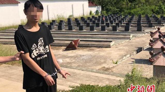 Nam thanh niên ra nghĩa trang bật nắp mộ, dùng điện thoại của người chết làm việc bất ngờ