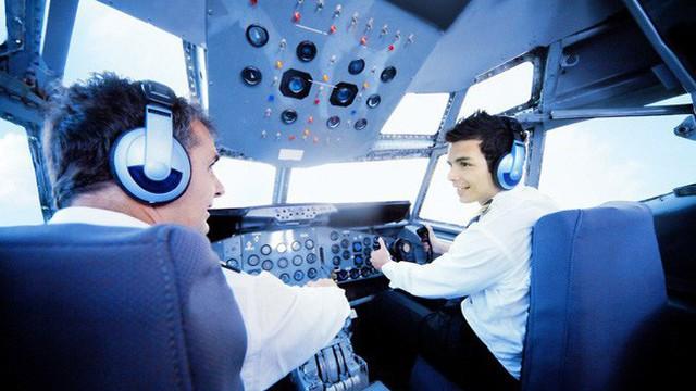 Ngoài học phí 2,8 tỷ đồng, học viên phi công Vinpearl Air năm đầu tiên phải chi thêm những gì?
