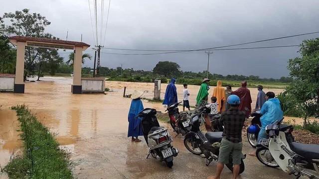 Hà Tĩnh: Thủy điện xả lũ kết hợp mưa lớn khiến hàng loạt xã, huyện bị ngập nặng