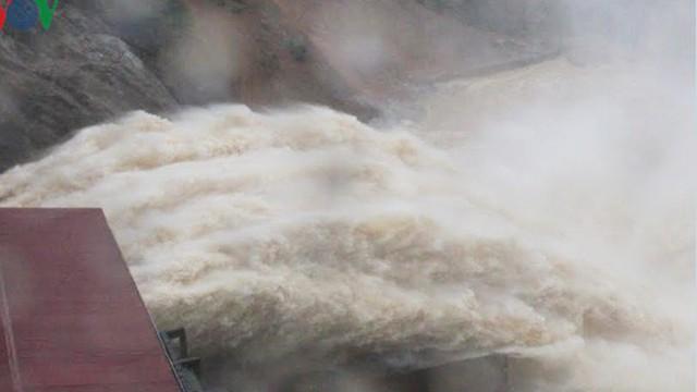 Hơn 26.000 học sinh Hà Tĩnh phải nghỉ học vì xả lũ thủy điện Hố Hô