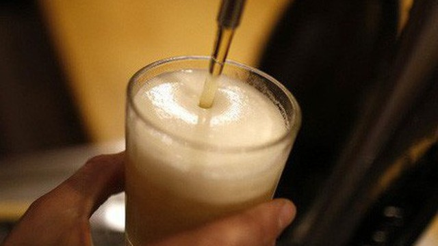 Các nhà khoa học tìm ra công nghệ biến nước tiểu thành bia
