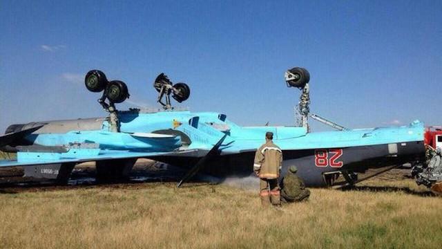 """2 tiêm kích đa năng Su-34 """"hàng gia bảo"""" của Không quân Nga đâm nhau trên trời - Hư hại nặng"""